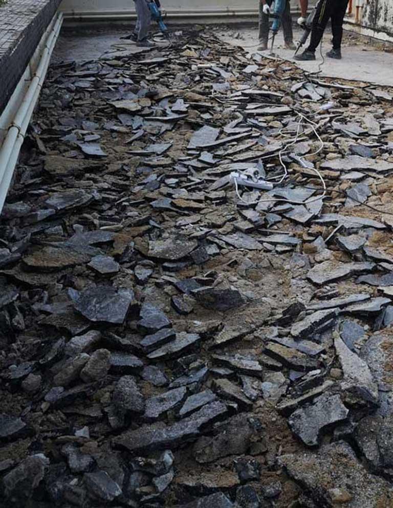 衛生間自來水管彎頭因水溫過高造成迅速老化破裂漏水